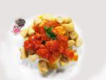 Gnocchi di cous cous con pomodorini e basilico
