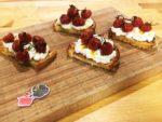 Crostoni di ricotta e pomodorini